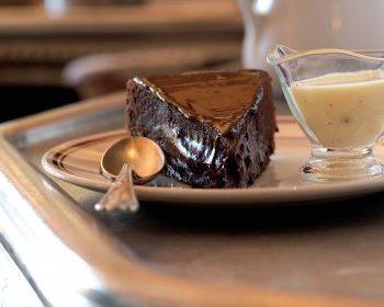 Fondant tiède au chocolat, crème à l'anis